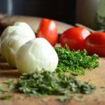 新玉ねぎのサラダとバター蒸し、作ってみた。簡単で美味しい。