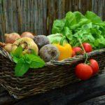味噌汁と作り置きおきおかずの野菜下ごしらえ。